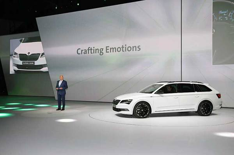 A Škoda új Superb Combi SportLine modellje Frankfurtban mutatkozott be