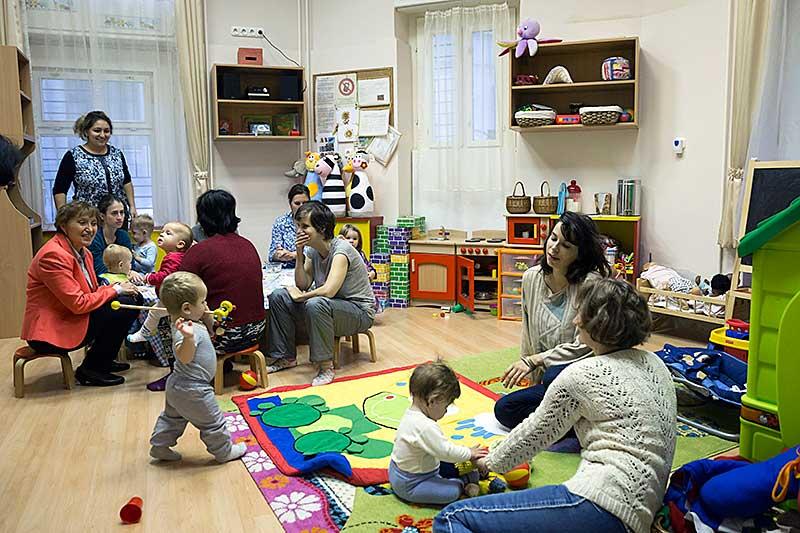 Biztos Kiindulás Gyerekházak uniós fejlesztési forrásokkal