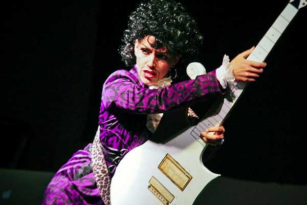 Prince emléke előtt tisztelegnek egy új lila árnyalattal