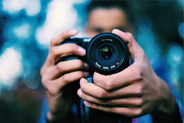 Fiatal fotósoknak hirdet ösztöndíjpályázatot a pécsi Zsolnay Örökségkezelő