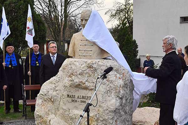 Wass Albert-szobrot avattak Aszódon
