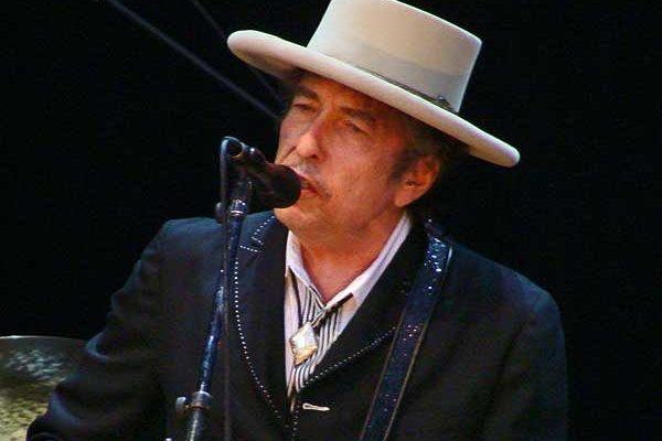 Bob Dylan újabb meglepetésszámmal jelentkezett